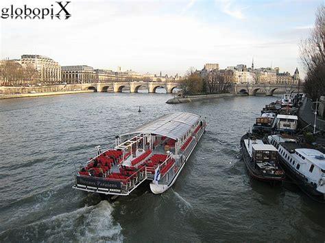 bateau mouche traduzione in italiano foto parigi bateaux mouche sulla senna globopix