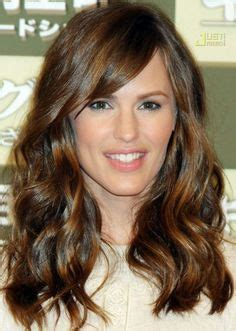 big forehead middle parted hair jennifer garner brunette highlights 12 hairstyle for