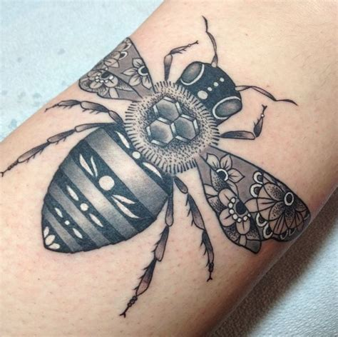 tattoo zoo bee tattoo by tami at tattoo zoo victoria bc zoos and bees
