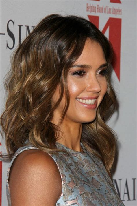 brunette celebrity hairstyles jessica alba brunette ombre hairstyle with waves