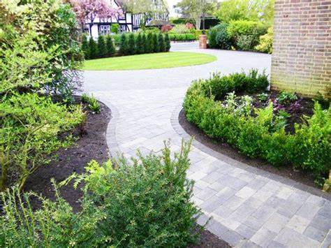 Front Garden Paving Ideas 9 Best Images About Driveway Front On Raised Beds Landscaping And Exles