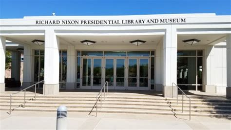 a tour of the nixon library picture of richard nixon