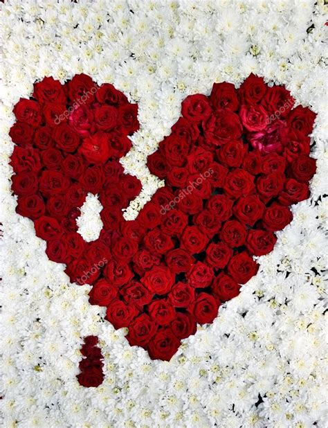 love heart made of flowers symbol of love red heart made of flowers february 14