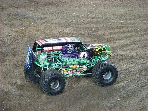 monster truck jam ta fl monster jam raymond james stadium ta fl 063