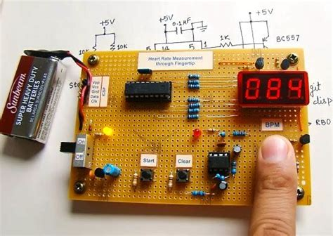 microcontroller measures rate through fingertip 4