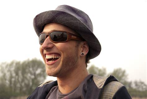 imagenes de hombres alegres personas felices