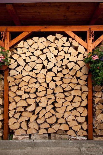 lagerung kaminholz wie lange kann brennholz lagern