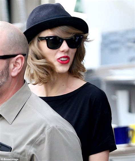 Dons Carpet by Taylor Swift Dons Kitty Flats After Complaining Her Cat