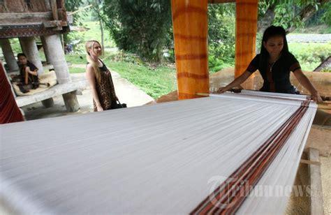 spesial tenun pamiring khas toraja kain tenun toraja foto 4 1608983 tribunnews