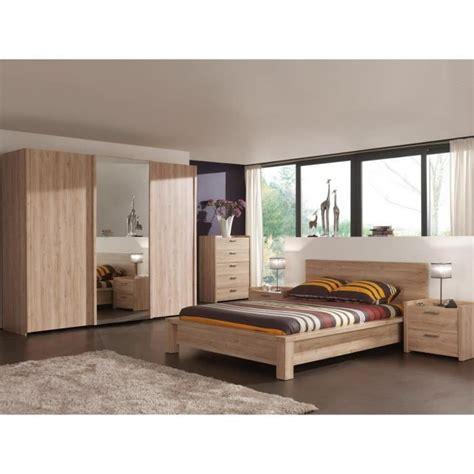 chambres completes adultes armoire chambre porte coulissante avec miroir bois design
