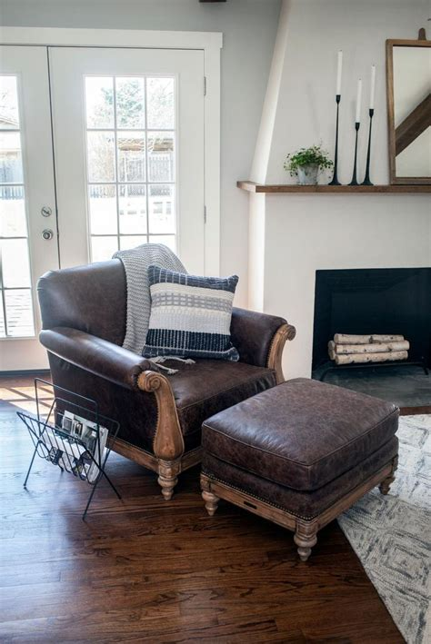 hgtv sofas 588 best hgtv quot fixer upper quot with chip joanna images on