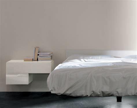 comodini sospesi lago accanto al letto il 242 arredativo design magazine