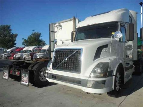 2006 volvo semi volvo 670 2006 sleeper semi trucks