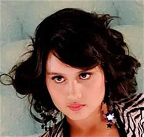 biografi tokoh idola cinta laura biografi biodata cinta laura biodata artis joss