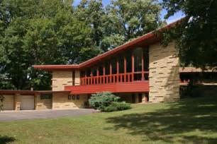 frank lloyd wright style homes 11 frank lloyd wright homes you can rent right now curbed