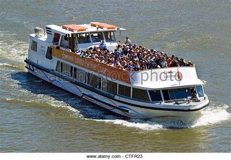 thames river cruise sunday thames boat cruise stock photos thames boat cruise stock