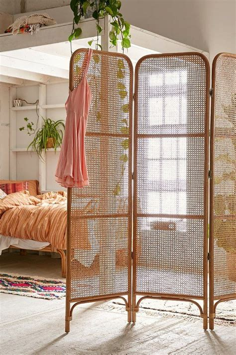 Decorating With Room Dividers by 25 Best Ideas About Studio Apartment Decorating On Studio Apartments Studio Apt