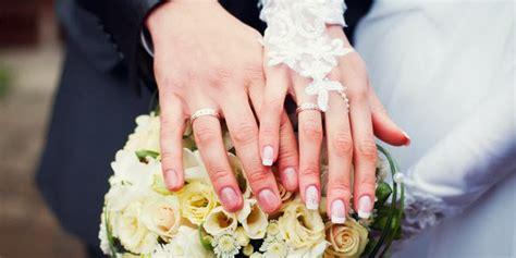 Satu Pasang Cincin Pernikahan Cincin seputar informasi berita terkini dan terbaru alasan