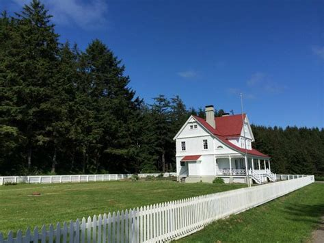 heceta head lighthouse bed and breakfast heceta head lighthouse bed and breakfast pictures to pin