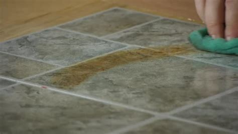 Video: How to Remove Rust From Linoleum Tiles   eHow