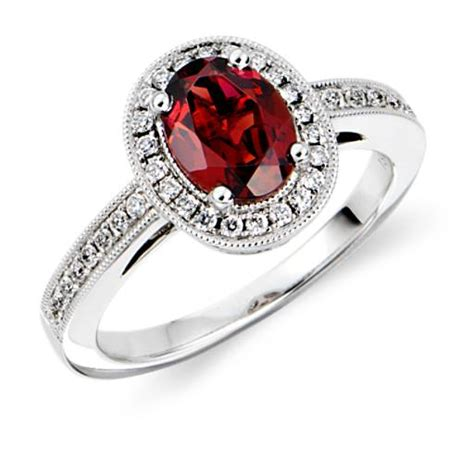 garnet and ring in 18k white gold 8x6mm