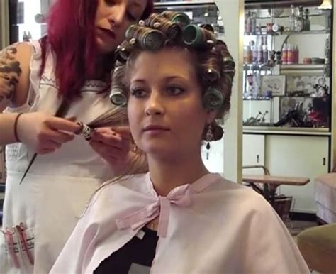 his hair in rollers pose de bigoudis brosse appointment at the salon pinterest