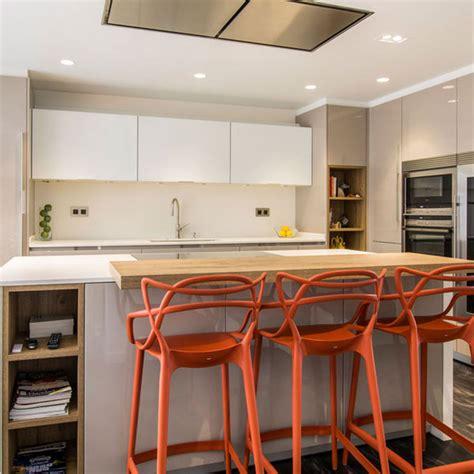 comedor cocina una cocina con barra y comedor mi casa