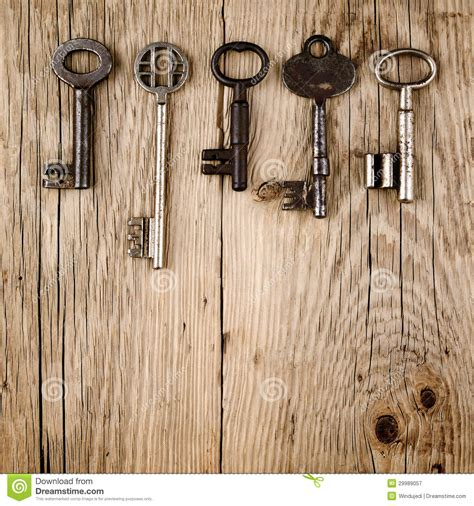 Green Table Settings - vintage keys on wood royalty free stock photography image 29989057