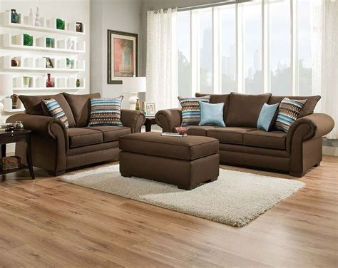 brown couch and loveseat 25 best ideas about chocolate brown couch on pinterest