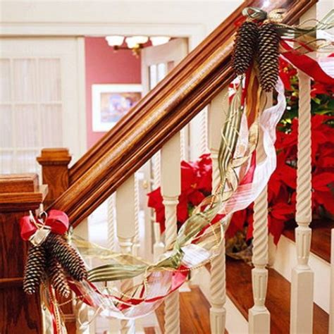 100 awesome christmas stairs decoration ideas digsdigs 100 awesome christmas stairs decoration ideas digsdigs