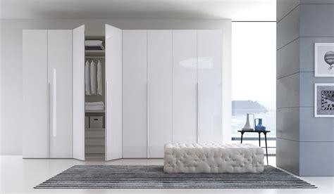 armadi ad angolo per camere da letto armadio da letto ad angolo uz17 187 regardsdefemmes