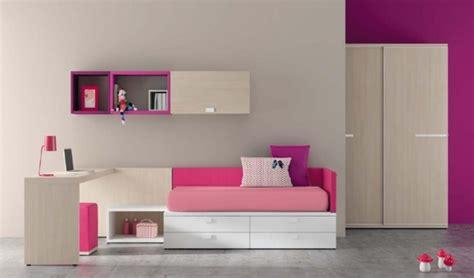 chambre enfant m 40 id 233 es pour une chambre d enfant peinte en couleurs vives