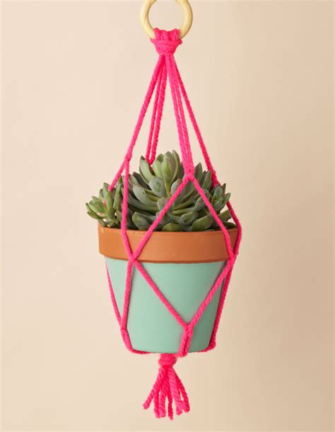 How To Macrame A Plant Hanger - 10 practical ways to use t shirt yarn mollie makes