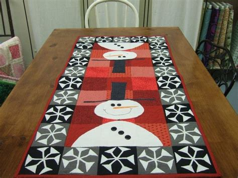 snowman table runner quilting 2