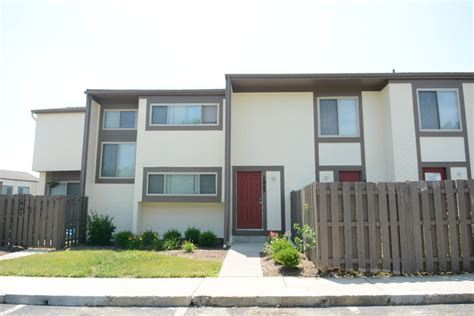 3 bedroom townhomes columbus ohio reserve at sharon woods columbus oh apartment finder