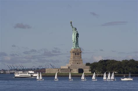 speed boat around statue of liberty new york yacht charter boats for rent the complete 2018