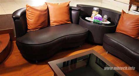 Bantal Sofa Wave sofa ini memakai bahan camaro brown