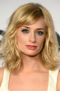 Beth behrs cute medium wavy hairstyle with bangs styles weekly