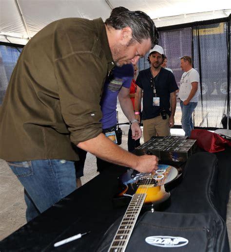 blake shelton fan club meet and greet maroon 5 blake shelton guitar auctions to benefit boys