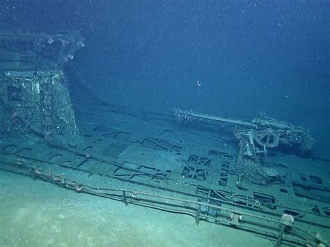 spooky underwater photos reveal submarine off the us