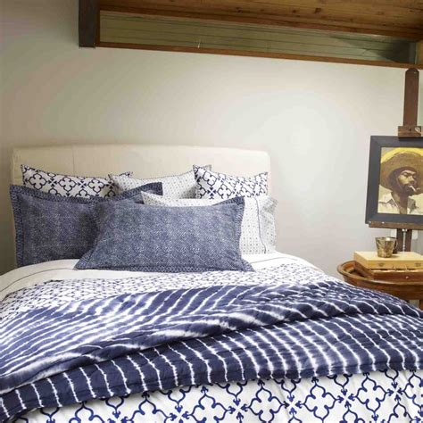 indigo bedding 17 beautiful decorative uses of shibori indigo patterns