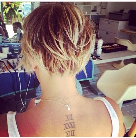 kaley cuoco sweeting haircut google search hair do close up of the back angles of kaley cuocos new pixie