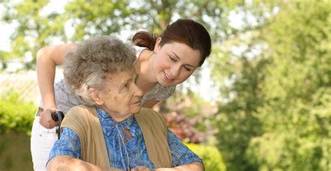 imagenes urbanas con personas cuidados de personas dependientes castell 243 n ayuda familiar