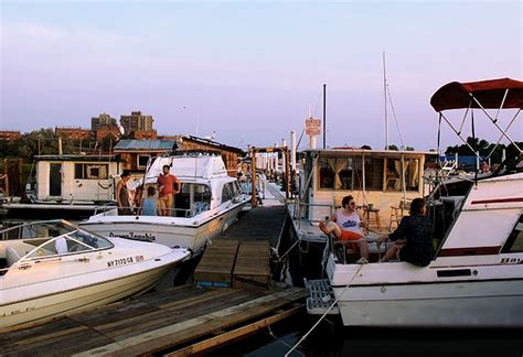 living on a boat nyc everything you need to know about houseboat living in nyc