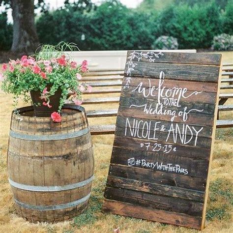 Pallet Wedding Decor 25 Best Ideas About Wedding Pallet Signs On Pinterest