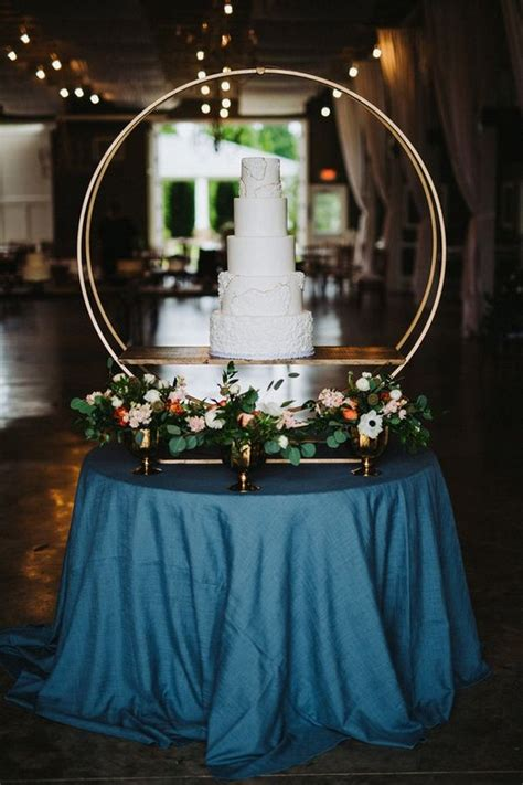 gorgeous wedding cakes hoop stand decorations