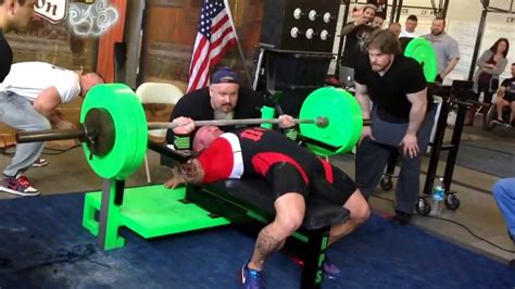 guy benches 500 pounds philip brewer world record bench press 500 lbs 226 8kg