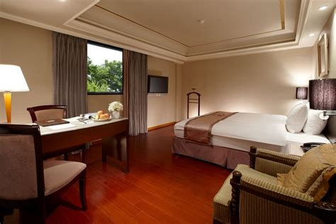 jade room deja vu hotel provides the jade room charming city hotel