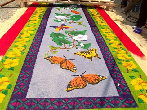 alfombras semana santa guatemala making alfombras during semana santa camino seguro