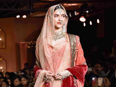 no deepika padukone is not being paid rs 11 crore for padmavati bollywood bubble